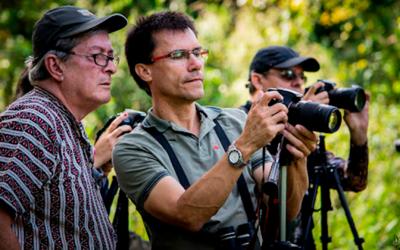 Juan Carlos Noreña, el biólogo y fotógrafo detrás del 'Megacable Vitrina Mundial de Aviturismo'.